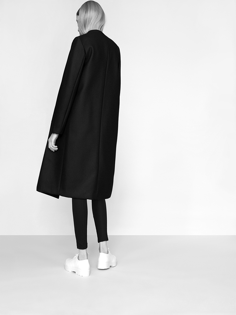 Merino Coat with an elegant A-shape swing.